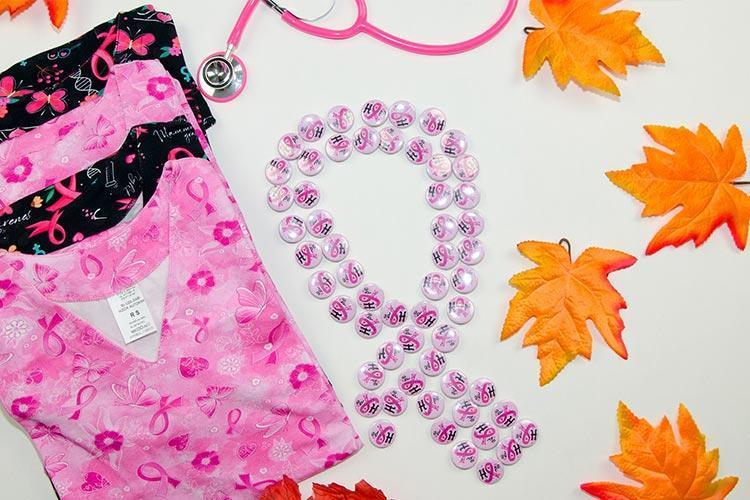 Budź świadomość w walce z rakiem piersi - przypinki gratis